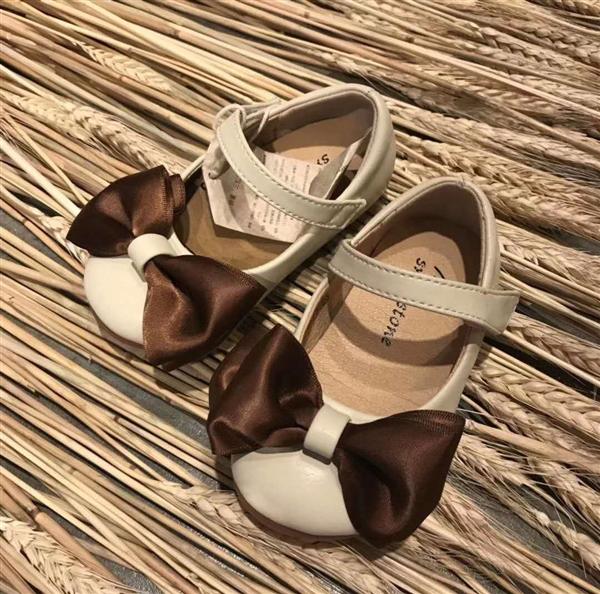 米色带蝴蝶结小皮鞋女