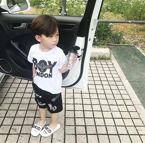 白色数字版男童短袖体恤