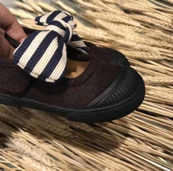 黑色女款带蝴蝶结小布鞋